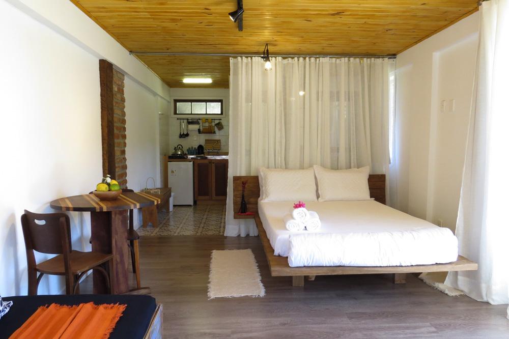 Casa Enxaimel no sitio Pedras Rollantes em Alfredo Wagner, na foto geral do Estudio Poente.